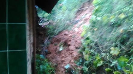 Tebing Runtuh Menimpa Rumah Pak Darmanto RT 23 RW 12 Dusun Sendang