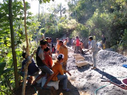 Pembangunan Rabat Jalan RT 14 RW 07 Dusun Pongok Desa Puyung