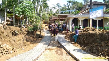 Rabat Jalan RT 08 RW 04 Dusun Krajan Desa Puyung