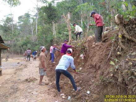 Normalisasi Parit Dan Pelebaran Jalan Warga Bangunsari Dusun Ponggok Desa Puyung