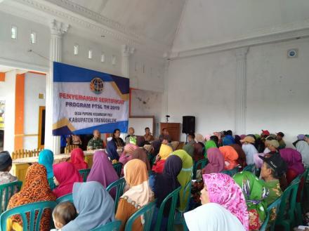 Penyerahan Sertifikat PTSL Desa Puyung Gelombang Ketiga