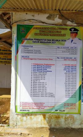 Pemasangan Baliho APBDes Desa Puyung Tahun 2021