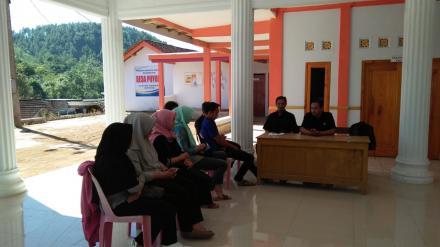 Pengarahan oleh Komisioner Panwaslu Kecamatan Pule
